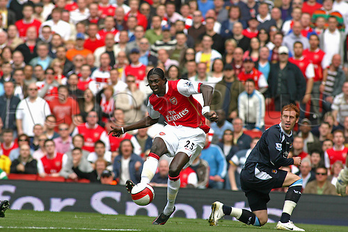 7 April 2007: Arsenal striker Emmanuel Adebayor shoots during the Premiership game between Arsenal and West Ham United, played at The Emirates Stadium. West Ham won the match 1-0. Photo: Actionplus....070407 football soccer player shot shooting