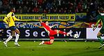 Nederland, Waalwijk, 21 april 2012.Eredivisie .Seizoen 2011-2012.RKC Waalwijk-FC Utrecht (0-2).Yoshiaki Takagi (m.) van FC Utrecht in actie met bal. V.l.n.r.: Cuco Martina van RKC, Yoshiaki Takagi van FC Utrecht  en Jeroen Zoet, keeper (doelman) van RKC