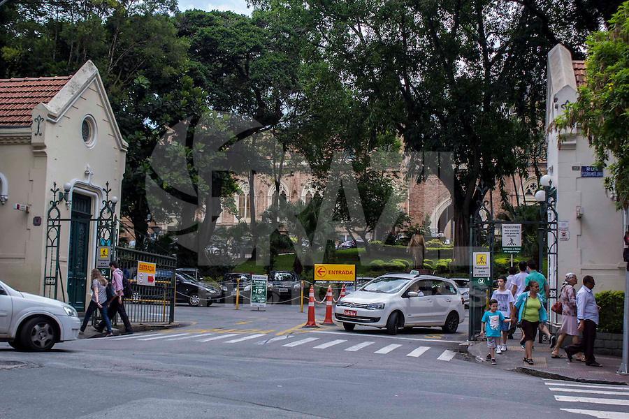 São Paulo, SP, 16.12.2014 - SANTA CASA EM CRISE - Enfermeiros da Santa Casa de São Paulo decidiram na noite de ontem, (15) em assembléia aguardar mais dois dias para entrarem em greve devido a falta de pagamento de salários atrasados. (Renato Mendes / Brazil Photo Press)