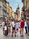 Krakow 2019-07-20.  Grupa turystów na ulicy Floriańskiej w Krakowie.