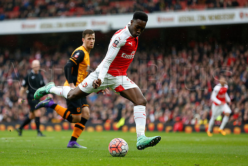 20.02.2016 The Emirates, London, England. Emirates FA Cup 5th Round. Arsenal versus Hull City. Danny Welbeck of Arsenal shoots during the match