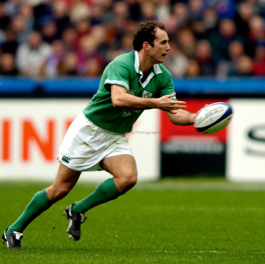 Photo: Richard Lane..France v Ireland. RBS Six Nations. 14/02/2004..Garvan Dempsey.