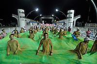 SÃO PAULO, SP, 14 DE JANEIRO DE 2012 - ENSAIO TÉCNICO ROSAS DE OURO - Ensaio técnico da Escola de Samba Rosas de Ouro na praparação para o Carnaval 2012. O ensaio foi realizado na noite deste sabado, no Sambódromo do Anhembi, zona norte da cidade. FOTO LEVI BIANCO - NEWS FREE