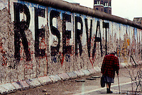BERLINO / GERMANIA - 20 NOVEMBRE 1989.IL MURO NEI PRESSI DELLA POTSDAMER PLATZ..FOTO LIVIO SENIGALLIESI..BERLIN / GERMANY - 20 NOVEMBER 1989.THE WALL NEAR POTSDAMER PLATZ..PHOTO BY LIVIO SENIGALLIESI