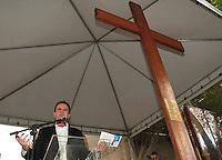 RIO DE JANEIRO, RJ, 10 JULHO 2013 - SIMBOLOS DA JORNADA DA JUVENTUDE VISITAM A SEDE DA PREFEITURA  - Os símbolos da Jornada Mundial da Juventude - a Cruz Peregrina e o Ícone de Nossa Senhora - foram recebidos na sede da Prefeitura do Rio, na Cidade Nova, nesta quarta-feira. O prefeito da cidade Eduardo Paes  participou da celebração ao lado do Arcebispo do Rio, Dom Orani Tempesta, de secretários e funcionários municipais, na Cidade Nova nessa quarta , 10. (FOTO: LEVY RIBEIRO / BRAZIL PHOTO PRESS)