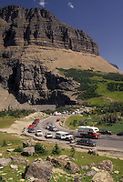 AJ3607, Glacier National Park, Montana, Rocky Mountains, road, Waterton-Glacier International Peace Park, Cars line the winding Going-to-the-Sun road through Glacier National Park in the state of Montana.