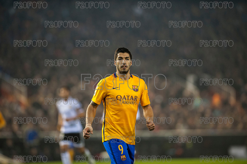 VALENCIA, SPAIN - DECEMBER 5: Luis Suarez during BBVA LEAGUE match between Valencia C.F. and FC Barcelona at Mestalla Stadium on December 5, 2015 in Valencia, Spain