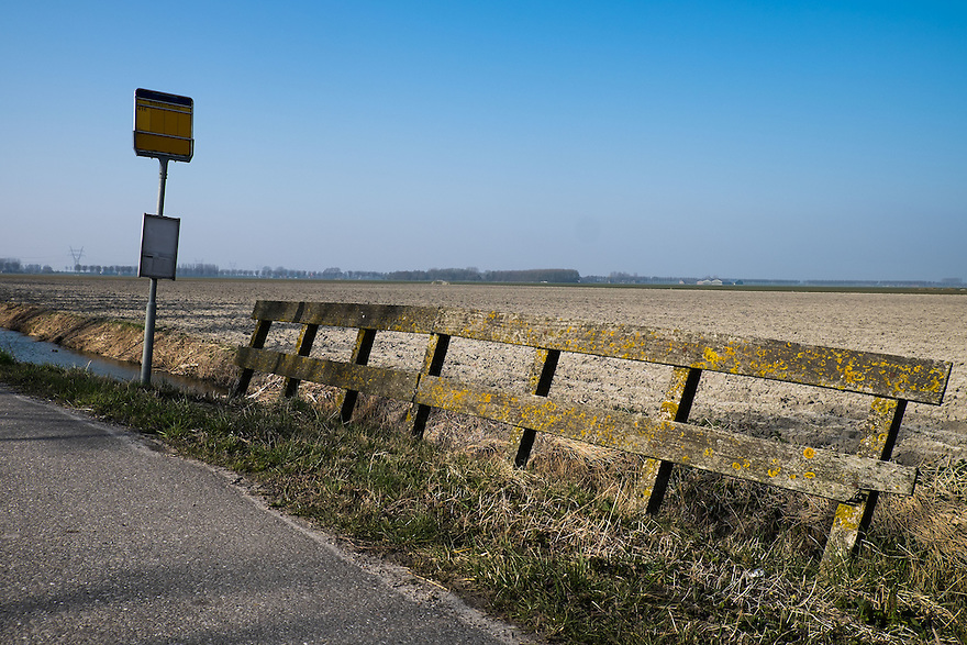Nederland, Beemster,  17 maart 2015<br /> Polder de Beemster. Cultureel erfgoed van de Unesco. Polder met zeer lange, kaarsrechte wegen. Bushalte.<br /> Foto: (c) Michiel Wijnbergh