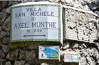 Italien, Capri, Wegweiser in Anacapri