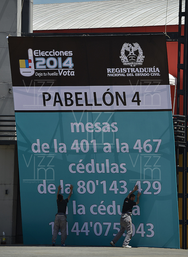BOGOTÁ -COLOMBIA. 24-05-2014. Aspectos de los preparativos en Corferias, Bogotá, hoy 24 de mayo de 2014 para las elecciones presidenciales en Colombia que se realizarán el próximo 25 de mayo de 2014./ Aspect of the preparations in Corferias, Bogota, today May 23 2014 to the Presidential elections in Colombia to be held in May 25th 2014. Photo: VizzorImage/ Gabriel Aponte / Staff