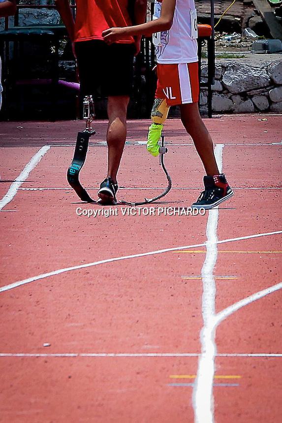 Quer&eacute;taro, Qro. 14 junio 2015.- El pen&uacute;ltimo d&iacute;a de actividades  de la Paralimpiada Nacional Quer&eacute;taro 2015, fue el escenario para las justas deportivas en materia de atletismo para competidores amputados y con uso de pr&oacute;tesis. Tambien se realizaron los hits eliminatorios para carreras en silla de ruedas. El &aacute;nimo, la fortaleza mental y el esp&iacute;ritu de los competidores fue el combustible para una tarde de triunfos en las instalaciones del Parque Quer&eacute;taro 2000. <br /> Foto: Victor Pichardo / Obture Press Agency
