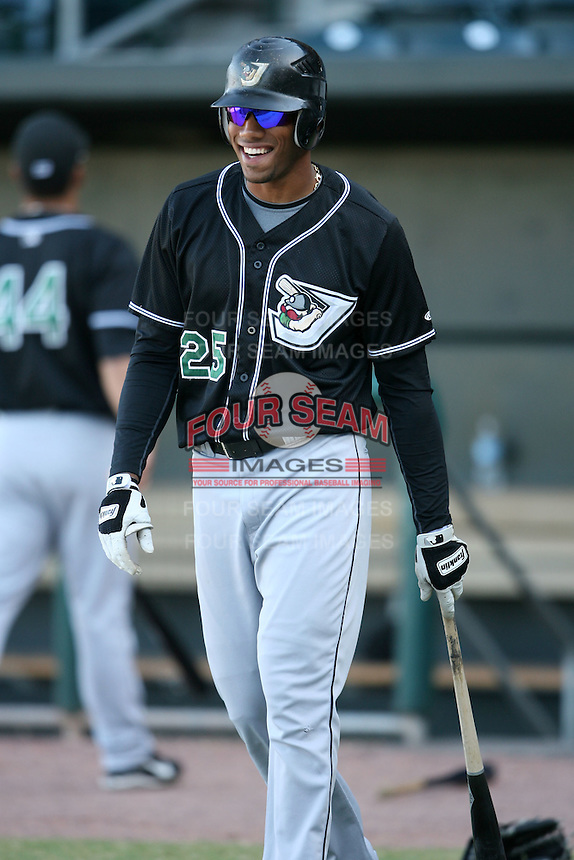 April 17, 2009:  Outfielder Greg Halman (25) of the West Tenn Diamond Jaxx, Southern League Class-AA affiliate of the Seattle Mariners, during a game at the Baseball Grounds of Jacksonville in Jacksonville, FL.  Photo by:  Mike Janes/Four Seam Images