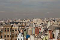 SAO PAULO, SP, 16 DE AGOSTO DE 2012 - CLIMA TEMPO - Poluicao do ar na regiao da zona lesta da cidade, e vista do alto do edificio Altino Arantes, nesta tarde de quinta-feira, 16, na zona central da cidade. FOTO RICARDO LOU - BRAZIL PHOTO PRESS