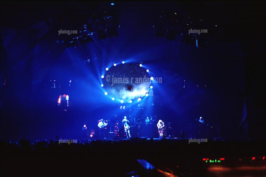 Grateful Dead Live at The Spectrum on 1994-10-07, Morning Dew