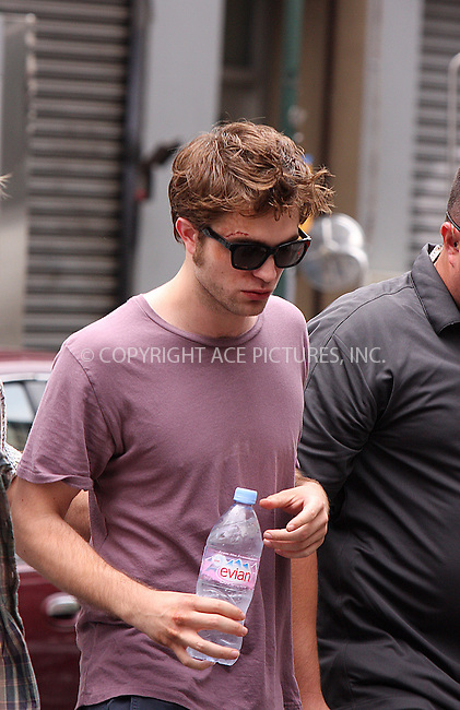 WWW.ACEPIXS.COM . . . . .  ....July 1 2009, New York City....Actor Robert Pattinson on the set of the new movie 'Remember me' on July 1 2009 in New York City....Please byline: AJ Sokalner - ACEPIXS.COM..... *** ***..Ace Pictures, Inc:  ..tel: (212) 243 8787..e-mail: info@acepixs.com..web: http://www.acepixs.com