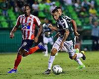 PALMIRA - COLOMBIA, 17-04-2019: Carlos Mario Rodriguez del Cali disputa el balón con Willer Ditta de Junior durante partido por la fecha 16 de la Liga Águila I 2019 entre Deportivo Cali y Atlético Junior jugado en el estadio Deportivo Cali de la ciudad de Palmira. / Carlos Mario Rodriguez of Cali vies for the ball with Willer Ditta of Junior during match for the date 16 as part Aguila League I 2019 between Deportivo Cali and Atletico Junior played at Deportivo Cali stadium in Palmira city.  Photo: VizzorImage / Nelson Rios / Cont