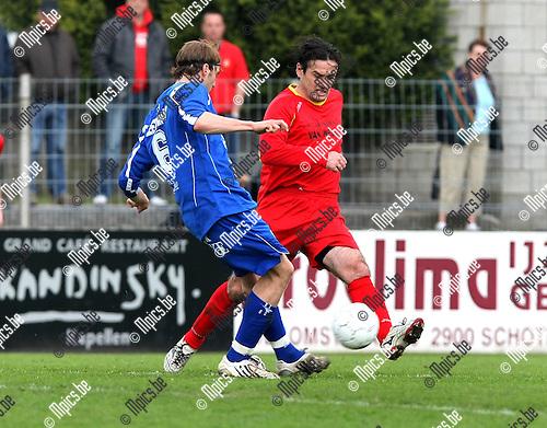 2010-05-09 / Voetbal / seizoen 2009-2010 / R. Kapellen FC - KVK Ieper / Simon Donche (L, Ieper) met Slobodan Slovic..Foto: mpics