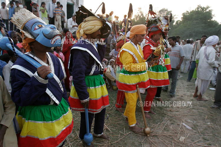.RAMNAGAR, UTTAR PRADESH, INDIA - OCTOBER 5, 2005 : The cast of Monkey-soldiers headed by Monkey-God Hannuman get ready for battle alongside Ram on day 19 of the Ramlila, October 5, 2005. The Ramlila is the play of the Hindu scripture 'the Ramayana', translated by poet Tulsidas in Varanasi 500 years ago, which depict the epic struggle of the god Ram and his war against the Demon-King Ravana like the stuggle of good against evil. The Ramlila of Ramnagar has been organized by the Maharaja of Benares since the early 1800s and is still its most authentic rendition, a reference to other Ramlilas. It last for 31 days and is staged over a 10 square mile area . It is still the largest theatre production in the world .(Photo by Jean-Marc Giboux)