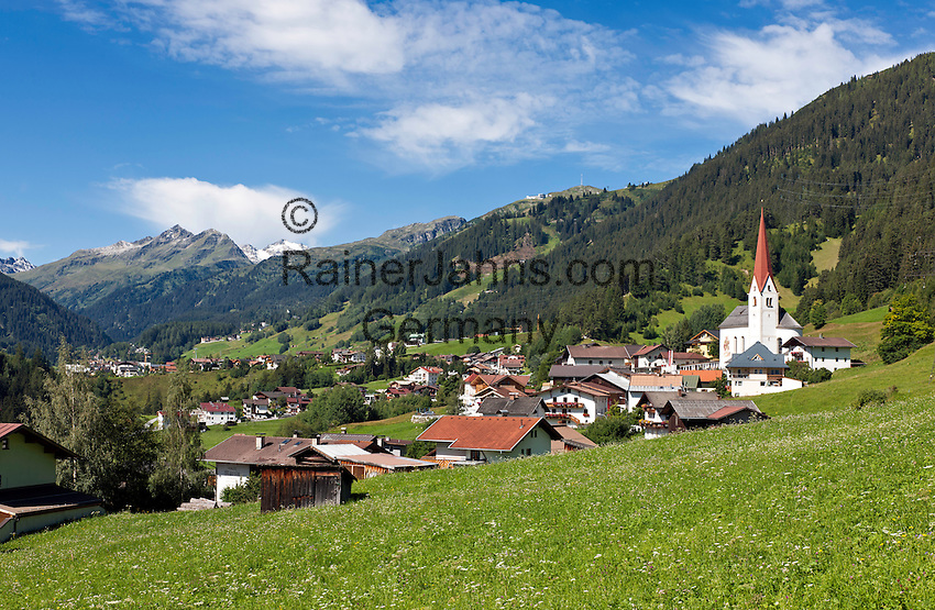 Austria, Tyrol, at the border to Vorarlberg, St. Anton am Arlberg, district St. Jakob with church | Oesterreich, Tirol, Grenze zu Vorarlberg, St. Anton am Arlberg, Ortsteil St. Jakob mit der St. Jakober Kirche