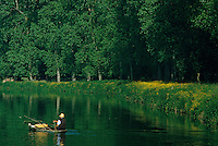 Europe/France/Poitou-Charentes/79/Deux-Sèvres/Env Coulon : Marais poitevin et pêcheur<br /> PHOTO D'ARCHIVES // ARCHIVAL IMAGES<br /> FRANCE 1990