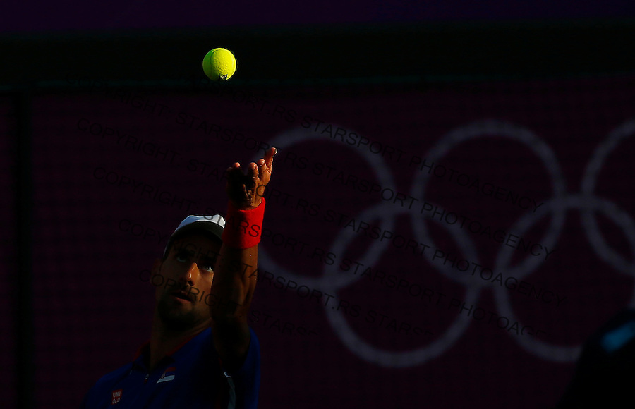 Olympic games London 2012.Tennis tournament.Novak Djokovic SRB v Fabio Fognini ITA.Novak Djokovic returnes the ball.London, 29.07.2012..foto: Srdjan Stevanovic/Starsportphoto ©
