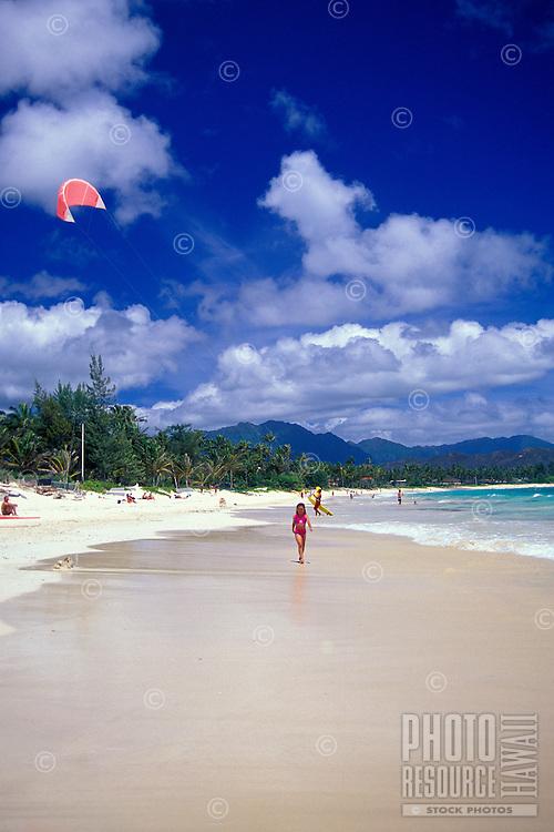 Kitesurfer and people enjoying Kailua beach