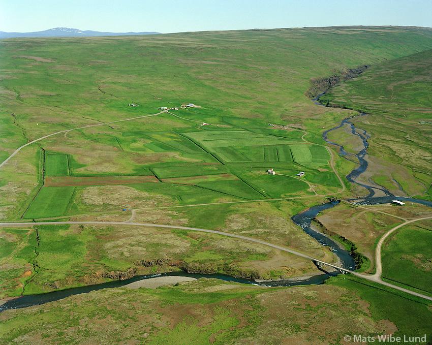 Aflstaðir (eyðibyli) og Kaldakinn fyrir aftan. Séð til norðurs. Dalabyggð áður Haukadalshreppur. / Aflstadir and Kaldakinn viewing north. Dalabyggd former Haukadalshreppur.