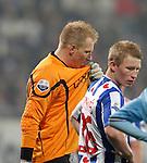 Nederland, Heerenveen, 11 april 2012.Seizoen 2011-2012.Eredivisie.SC Heerenveen-Ajax.Brian Vandenbussche (l.), keeper (doelman) van SC Heerenveen baalt nadat hij een penalty heeft veroorzaakt.