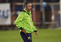 ITAGÜÍ - COLOMBIA, 25-02-2020: Flavio Robatto, técnico de Huila, gesticula durante el encuentro entre Leones F.C. y Atlético Huila por la fecha 4 de la Torneo BetPlay DIMAYOR I 2020 jugado en el estadio Polideportivo Sur de Envigado. / Flavio Robatto, coach of Huila, gestures during the match between Leones F.C. and Atletico Huila between Leones F.C. and Atletico Huila for the date 4 of the BetPlay DIMAYOR Tournament I 2020 played at Polideportivo Sur stadiim in Envigado city.  Photo: VizzorImage / Leon Monsalve / Cont