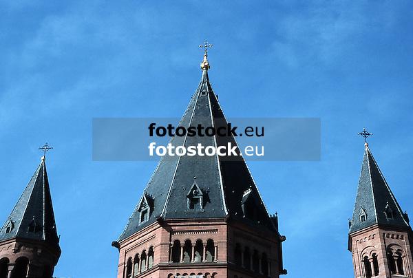 Church-towers of the Saint Martin's Dome in Mainz<br /> <br /> Campanarios de la catedral San Mart&iacute;n en Maguncia<br /> <br /> Kircht&uuml;rme des Mainzer Doms Sankt Martin, Mittelturm (1870) von Petrus Cuypers<br /> <br /> Original: 35 mm slide transparency