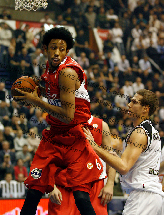 Kosarka, Euroleague, sezona 2009/2010.Partizan Vs. Olympiacos (Athens).Josh Childress, left and Dusan Kecman.Belgrade, 26.11.2009..foto: Srdjan Stevanovic/Starsportphoto ©