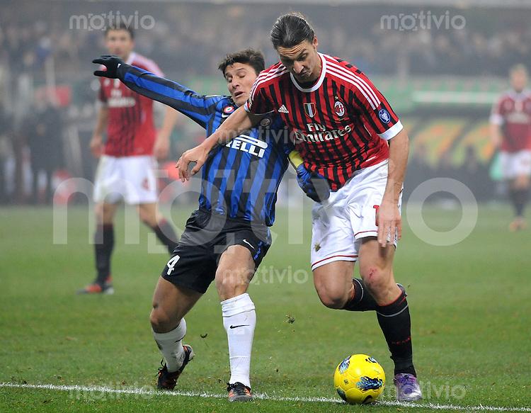 FUSSBALL INTERNATIONAL   SERIE A   SAISON  2011/2012   18.Spieltag AC Mailand - Inter Mailand                     15.01.2012 Javier Zanetti (li, Inter Mailand) gegen Zlatan Ibrahimovic (AC Mailand)