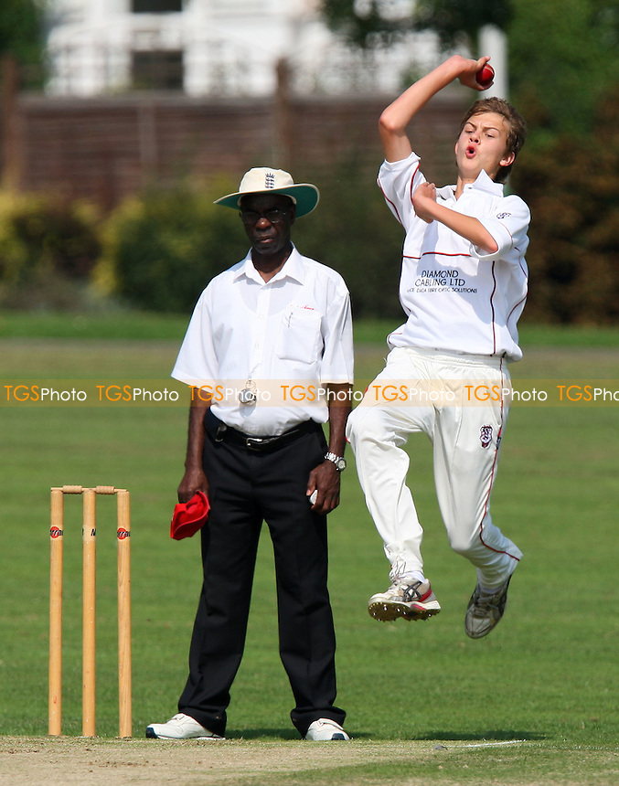 - Hornchurch CC vs Woodford Wells CC - Essex Cricket League - 30/08/08 - MANDATORY CREDIT: Gavin Ellis/TGSPHOTO - Self billing applies where appropriate - 0845 094 6026 - contact@tgsphoto.co.uk - NO UNPAID USE.