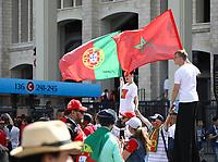 Fans auf dem Weg ins Stadion auf dem Vorplatz - 20.06.2018: Portugal vs. Marokko, Gruppe B, 2. Spieltag, Luschniki Stadion Moskau