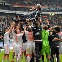 FRANKFURT, ALEMANHA, 06 ABRIL 2013 - CAMPEONATO ALEMÃO - EINTRACHT FRANKFURT X BAYERN MUNIQUE - Jupp Heynckes do Bayern de Munique comemora a conquista do Campeonato Alemão com sete rodadas de antecendencia em partida contra o Eintracht Frankfur na cidade de Frankfurt na Alemanha, neste sábado, 06.  FOTO: BERND FEIL /  PIXATHLON / BRAZIL PHOTO PRESS.