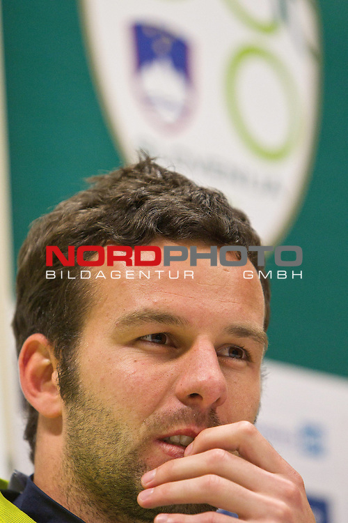 16.06.2010, Hyde Park High School Stadium, Johannesburg, RSA, FIFA WM 2010, Slowenien Presssekonferenz im Bild Goalkeeper of Slovenia Samir Handanovic during press conference of Slovenia National football team,  Foto: nph /   Vid Ponikvar *** Local Caption *** Fotos sind ohne vorherigen schriftliche Zustimmung ausschliesslich f&uuml;r redaktionelle Publikationszwecke zu verwenden.<br /> <br /> Auf Anfrage in hoeherer Qualitaet/Aufloesung