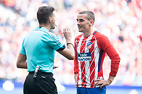 Atletico de Madrid Antoine Griezmann talking with referee during La Liga match between Atletico de Madrid at Wanda Metropolitano in Madrid, Spain. April 15, 2018. (ALTERPHOTOS/Borja B.Hojas) /NortePhoto.com NORTEPHOTOMEXICO
