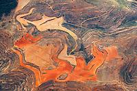 Spanische Landschaftsstrucktur : SPANIEN 02.07.2018: Spanische Landschaftsstrucktur,  der Fuchs jagt den Flamingo