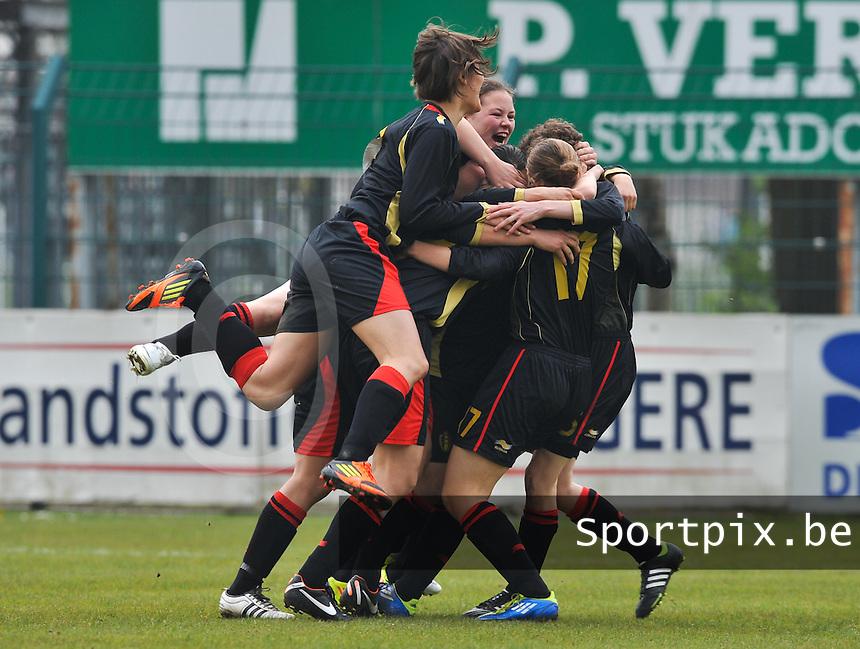 UEFA Women's Under 17 Championship - Second Qualifying round - group 1 : Switzerland - Belgium  : .vreugde bij de belgen na een doelpunt met Valentine Hannecart en Lotte Aertsen.foto DAVID CATRY / Vrouwenteam.be