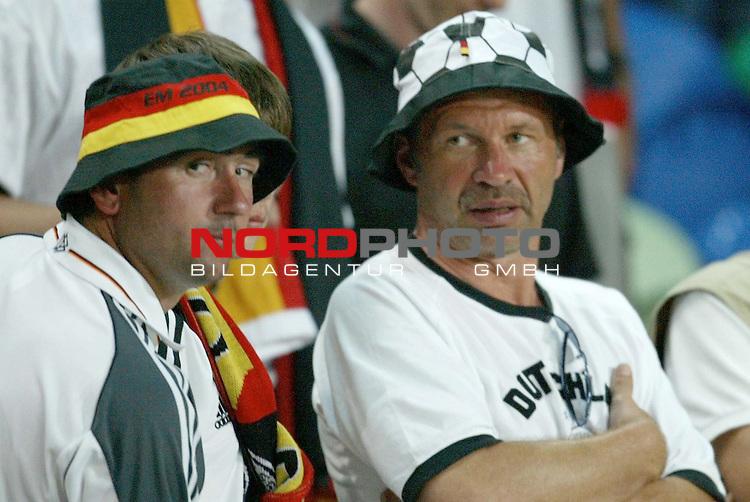 Europameisterschaft 2004 Portugal<br /> <br /> Deutschland vs Tschechien 1:2<br /> <br /> Enttaeuschte Fans nach dem Ausscheiden der deutschen Mannschaft <br /> <br /> Foto &copy; nordphoto<br /> <br /> <br /> <br /> Gemaess Auflage der UEFA duerfen saemtliche Bilder von der EURO 2004 nicht fuer MMS Dienste oder sonstige Dienste via Mobiltelefon oder mit PDAs genutzt werden.<br /> <br /> <br /> <br /> <br /> <br />  *** Local Caption *** Foto ist honorarpflichtig! zzgl. gesetzl. MwSt.<br /> <br />  Belegexemplar erforderlich<br /> <br /> Adresse: nordphoto<br /> <br /> Georg-Reinke-Strasse 1<br /> <br /> 49377 Vechta<br /> <br /> Telefon: 04441-89400 / Fax: 04441-894022