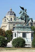 Denkmal Erzherzog Karl auf dem Heldenplatz, dahinter Naturhistorisches Museum, Wien, &Ouml;sterreich, UNESCO-Weltkulturerbe<br /> monument archduke Karl on Heldenplatz, Vienna, Austria, world heritage
