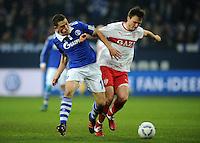 FUSSBALL   1. BUNDESLIGA   SAISON 2011/2012   18. SPIELTAG FC Schalke 04 - VfB Stuttgart            21.01.2012 Kyriakos Papadopoulos (li, FC Schalke 04) gegen William Kvist (re, Stuttgart)