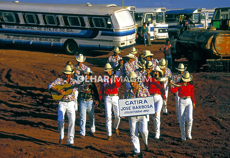 Grupo de Dança Catira em Olimpia, São Paulo. 1985. Foto de Juca Martins.