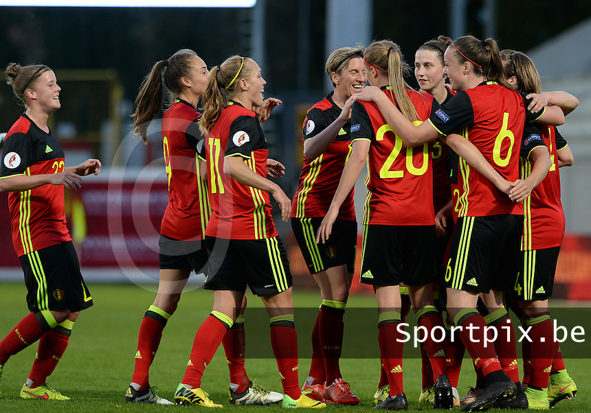 20160412 - LEUVEN ,  BELGIUM : Belgian team pictured celebrating their goal and the 2-0 lead during the female soccer game between the Belgian Red Flames and Estonia , the fifth game in the qualification for the European Championship in The Netherlands 2017  , Tuesday 12 th April 2016 at Stadion Den Dreef  in Leuven , Belgium. PHOTO SPORTPIX.BE / DAVID CATRY