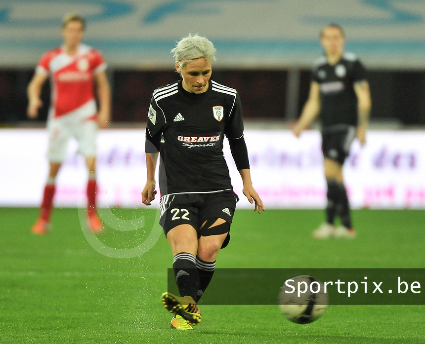 20131009 - LIEGE , BELGIUM : Glasgow Jessica Fishlock pictured during the female soccer match between STANDARD Femina de Liege and  GLASGOW City LFC , in the 1/16 final ( round of 32 ) first leg in the UEFA Women's Champions League 2013 in stade maurice dufrasne - Sclessin in Liege. Wednesday 9 October 2013. PHOTO DAVID CATRY