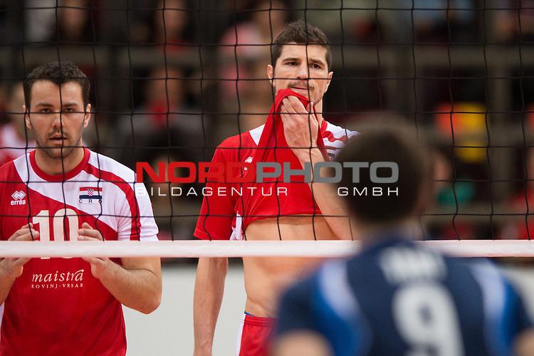 05.01.2014, MHP Arena, Ludwigsburg<br /> Volleyball, Qualifikation WM 2014, Estland vs. Kroatien<br /> <br /> Ivan Cosic (#10 CRO), Igor Omrcen (#5 CRO)<br /> <br />   Foto &copy; nordphoto / Kurth