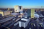UTRECHT  - Zicht van boven op de bouwplaats Utrecht Centraal (witte bouwkraan) en de bouw van 's wereld grootste fietsparkeergarage(groen bouwkraan)