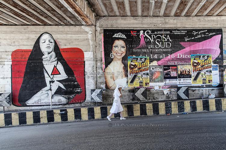 Campobasso 05/07/2014: Papa Francesco Bergoglio visita il Molise. Nella foto una crocerossina si dirige verso il luogo della messa