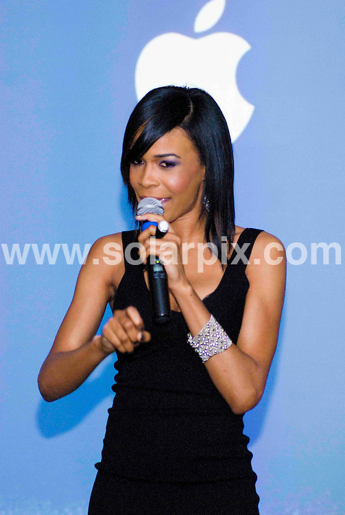 **ALL ROUND PICTURES FROM SOLARPIX.COM**.**SYNDICATION RIGHTS FOR UK, SPAIN, PORTUGAL, AUSTRALIA, S.AFRICA & DUBAI (U.A.E) ONLY**.Michelle Williams performs at the Apple Store, Chicago, USA. 28th June 2008..JOB REF: 6748 PHZ    DATE: 28_06_2008.**MUST CREDIT SOLARPIX.COM OR DOUBLE FEE WILL BE CHARGED* *UNDER NO CIRCUMSTANCES IS THIS IMAGE TO BE REPRODUCED FOR ANY ONLINE EDITION WITHOUT PRIOR PERMISSION*