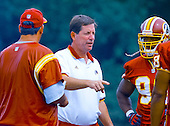 Washington Redskins head coach Norv Turner instructs some of the players on the final day of the 2000 Washington Redskins training camp at Redskins Park in Ashburn, Virginia on August 17, 2000.<br /> Credit: Arnie Sachs / CNP